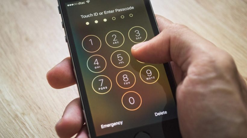 How to lock and unlock the iPhone screen?
